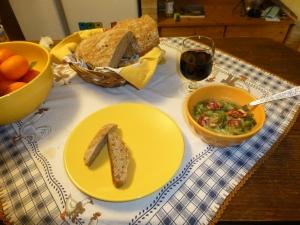 nam-nam,suppe, brød og vin, bedre blir det ikke.